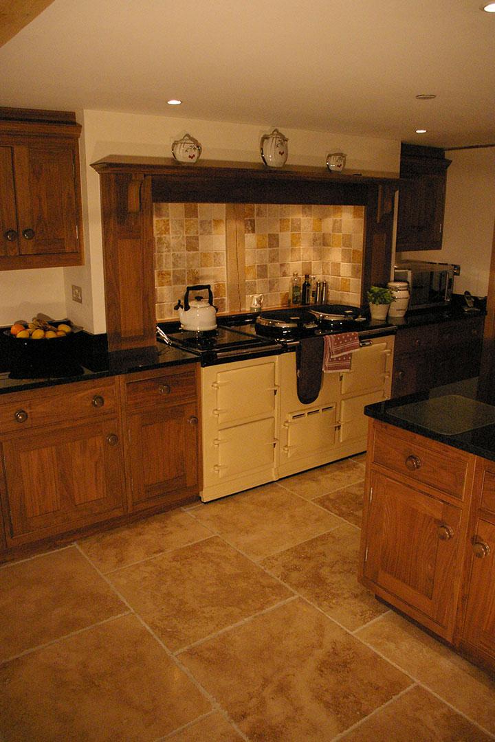 Essex barn conversion kitchen h m interiors bespoke kitchen gallery for Barn conversion kitchen designs