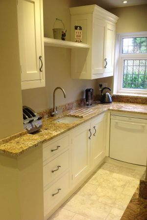 Shaker-kitchen-in-essex-village-2